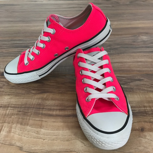 Purchase \u003e hot pink converse low tops